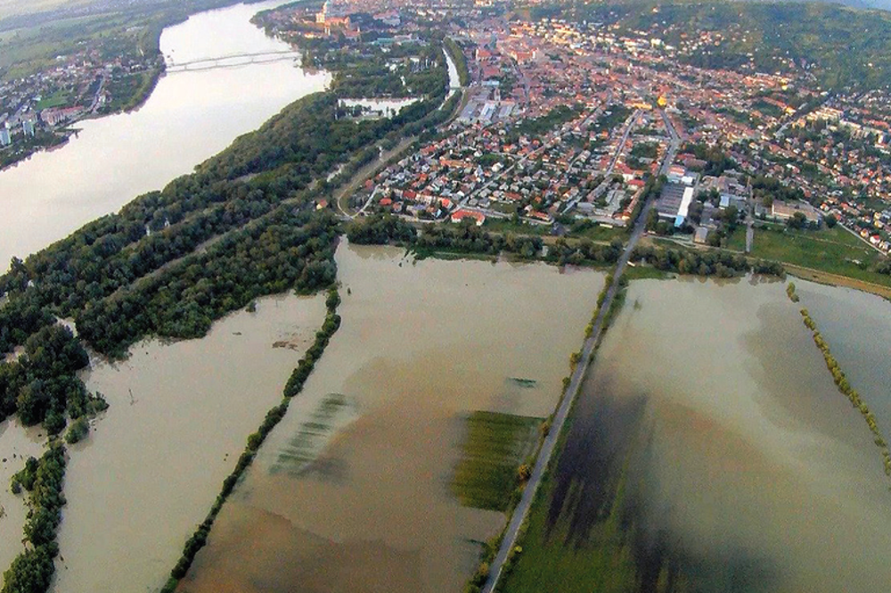 Temporary Flood Water Storage in the Middle Tisza River Basin